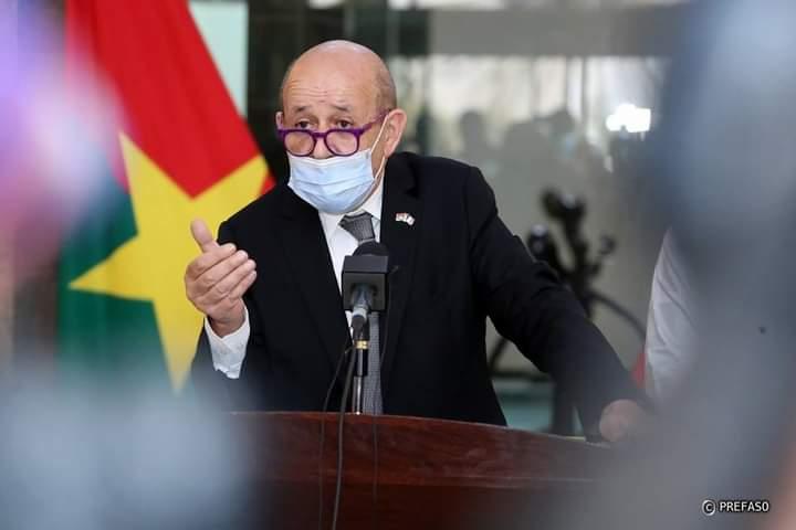 Jean-Yves Le Drian: «Nous n'avons pas l'intention d'installer une base militaire au Burkina»