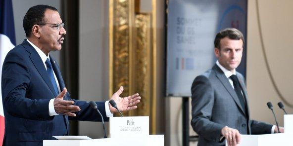 Reformatage de Barkhane: Bazoum, l'AS de cœur de Macron qui regimbe et agace